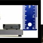 Nvidia Near-Eye Lichtfeld Display: Vergleich des optischen Aufbaus im Sony-Original (links) und im Mikrolinsen-basierten Prototypen (rechts) (Youtube-Screenshot)